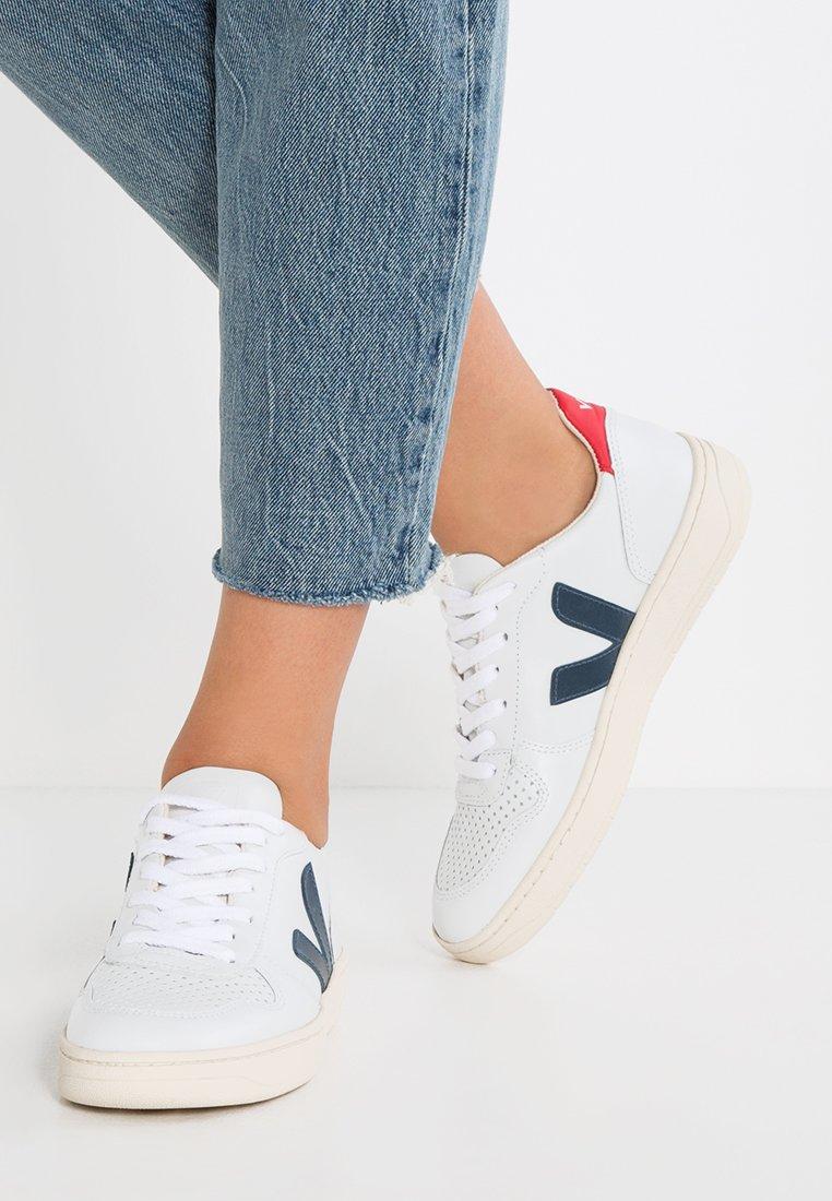 Veja - V-10 - Sneaker low - extra white/nautico pekin