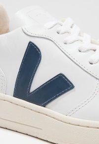 Veja - V-10 - Sneakers basse - extra white/nautico pekin - 6