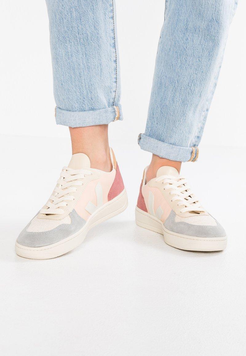 Veja - V-10 - Sneaker low - multicolor/nude