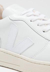 Veja - V-10 - Sneakersy niskie - extra white - 6