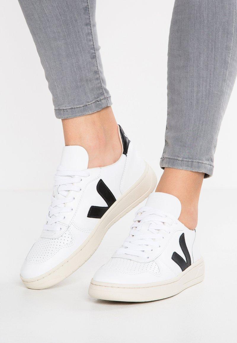 Veja - V-10 - Sneakers laag - extra white/black