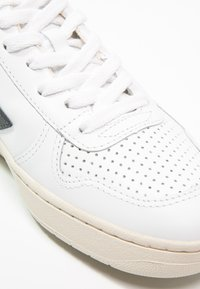 Veja - V-10 - Sneakers laag - extra white/black - 8