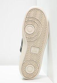 Veja - V-10 - Sneakers laag - extra white/black - 7