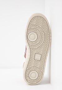 Veja - V-10 - Sneakers laag - extra white/marsala/dried petal/orange fluo - 6