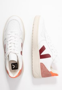 Veja - V-10 - Sneakers laag - extra white/marsala/dried petal/orange fluo - 3