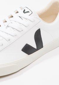 Veja - ESPLAR - Matalavartiset tennarit - extra white/black - 6