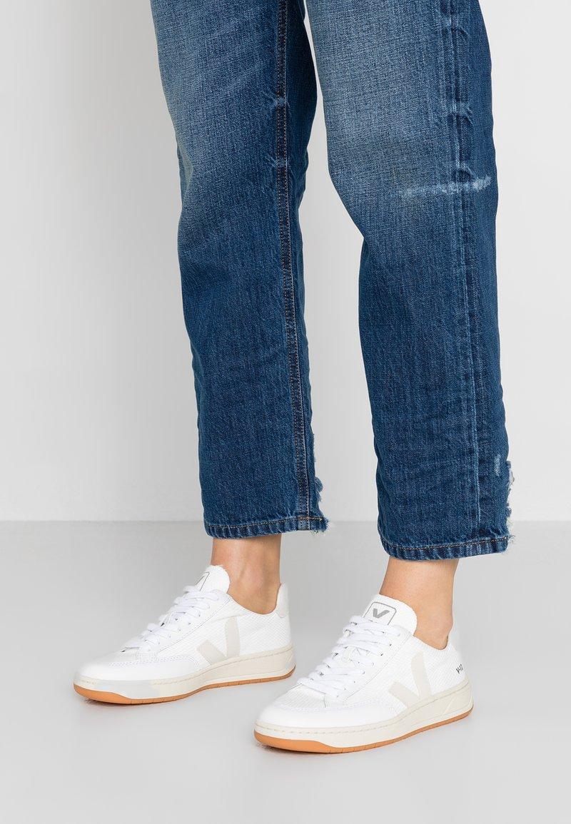 Veja - V-12  - Sneakers - white/pierre