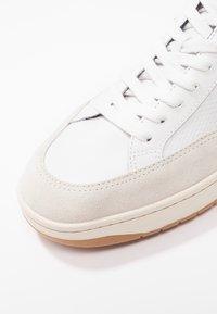 Veja - V-12  - Sneakers laag - white/emeraude - 5