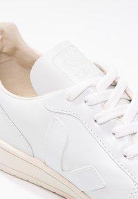 Veja - V-10 - Sneakers laag - white - 5