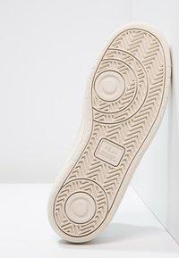 Veja - V-10 - Sneakers laag - white - 4