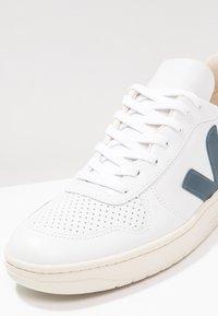 Veja - V-10 - Sneakers - extra white/nautico pekin - 5