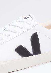 Veja - ESPLAR - Trainers - extra white/black - 5