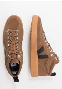 Veja - RORAIMA - Vysoké tenisky - brown/black - 1