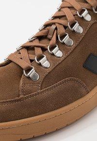 Veja - RORAIMA - Vysoké tenisky - brown/black - 5