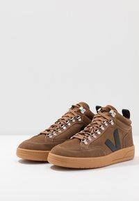 Veja - RORAIMA - Vysoké tenisky - brown/black - 2