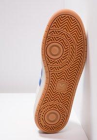 Veja - V-12 - Baskets basses - white/indigo/orange/fluo - 4