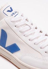 Veja - V-12 - Baskets basses - white/indigo/orange/fluo - 5