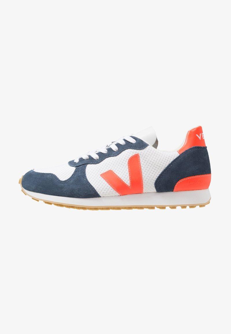 Veja - HOLIDAY - Trainers - arctic/nautico/orange-fluo