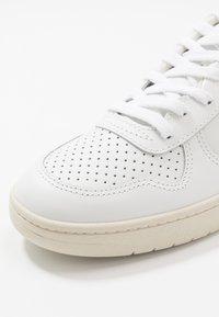 Veja - V-10 - Sneakers laag - extra white/pekin/cobalt/gold yellow - 5