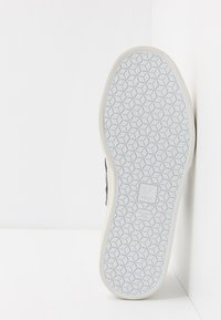 Veja - CAMPO - Sneakersy niskie - white/black - 4