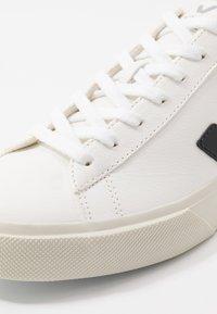 Veja - CAMPO - Sneakersy niskie - white/black - 5