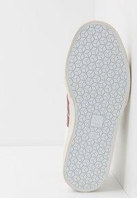 Veja - CAMPO - Sneakers laag - white/marsala - 4