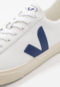 Veja - ESPLAR LOGO - Sneakers - extra white/cobalt - 5