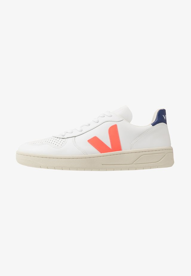 V-10 - Sneakers laag - extra white/orange fluo/cobalt