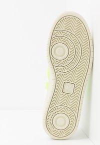 Veja - V-10 - Sneakers - extra-white/jaune-fluo - 4