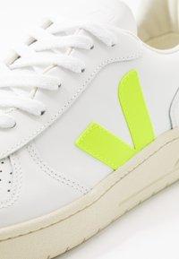 Veja - V-10 - Sneakers - extra-white/jaune-fluo - 5