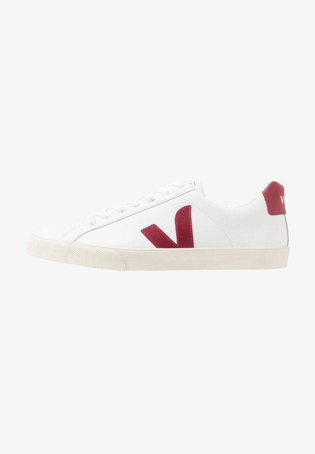 ESPLAR LOGO - Sneaker low - extra-white/marsala