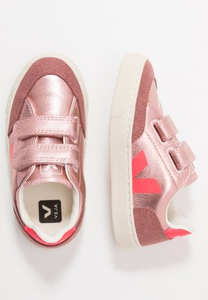 V-12 - Sneaker low - nacre rose fluo