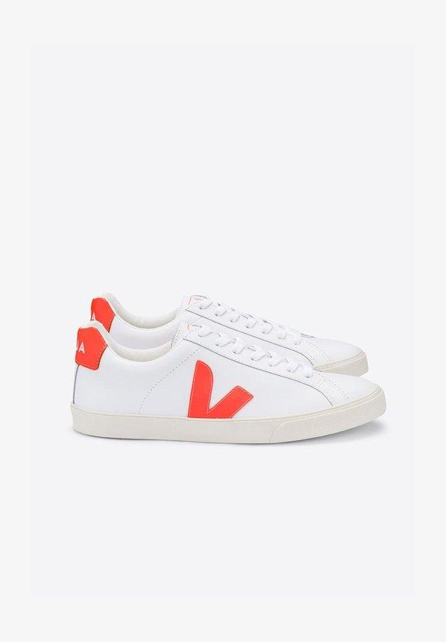 ESPLAR - Trainers - white/orange
