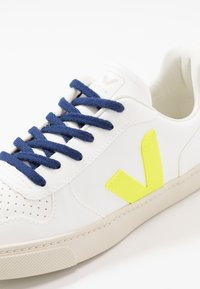 Veja - SMALL V-10 LACE - Trainers - white/jaune fluo/orange fluo - 2
