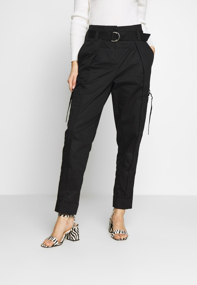 CARGO PANTS - Pantalon cargo - schwarz