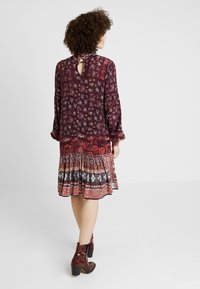 Ivko - PRINTED DRESS - Freizeitkleid - brown red - 2