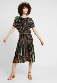 Ivko - DRESS PATTERN - Robe pull - black - 1