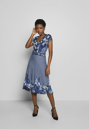 DRESS INTARSIA PATTERN - Robe pull - china blue