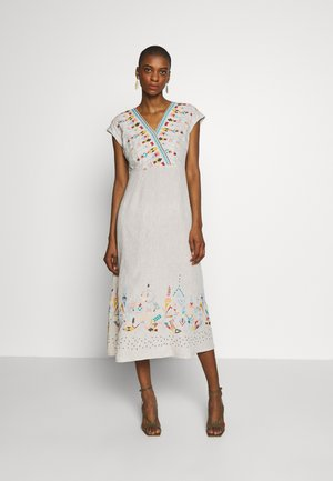 DRESS WITH EMBROIDERY - Korte jurk - white coffee