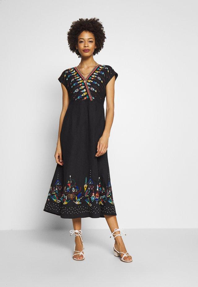 DRESS WITH EMBROIDERY - Freizeitkleid - black