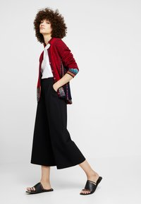 Ivko - GEOMETRIC PATTERN - Strickjacke - red - 1