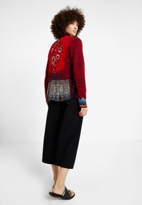 Ivko - GEOMETRIC PATTERN - Strickjacke - red - 2