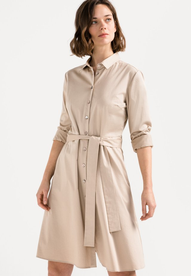 KANA-SVO SLIM FIT - Blusenkleid - beige/braun