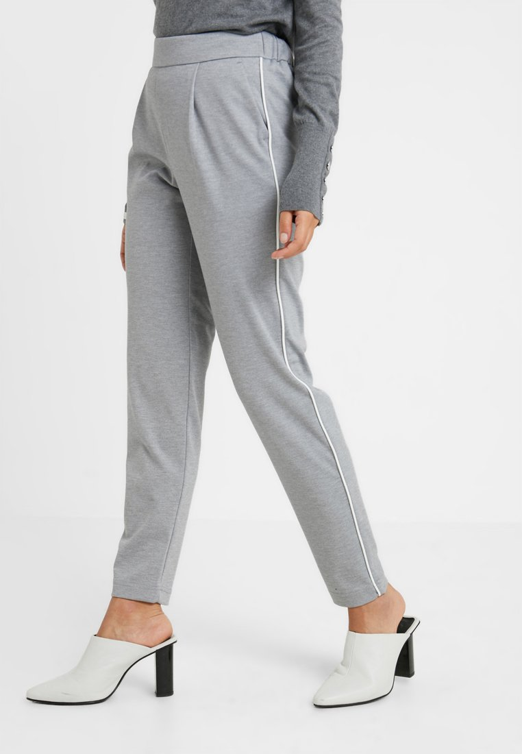 Vero Moda Petite - VMSHANA KELLY PANT - Tracksuit bottoms - light grey melange/white