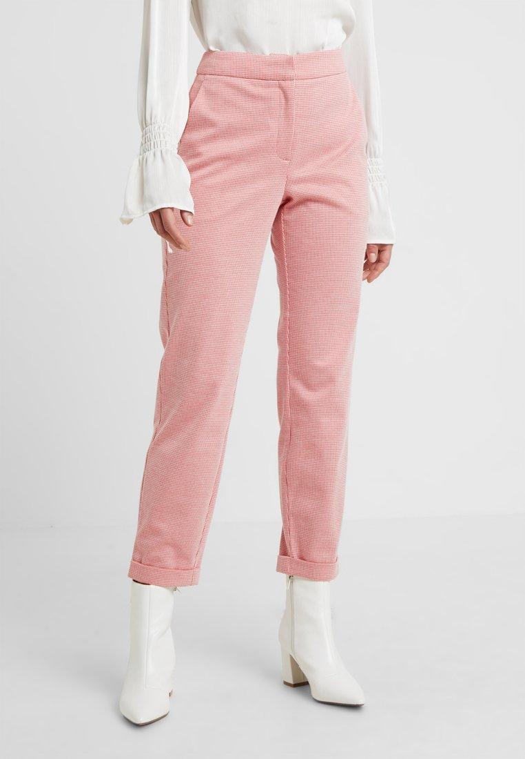 Vero Moda Petite - VMTONI SELMA ANCLE PANT PETITE - Trousers - fiery red/pristine