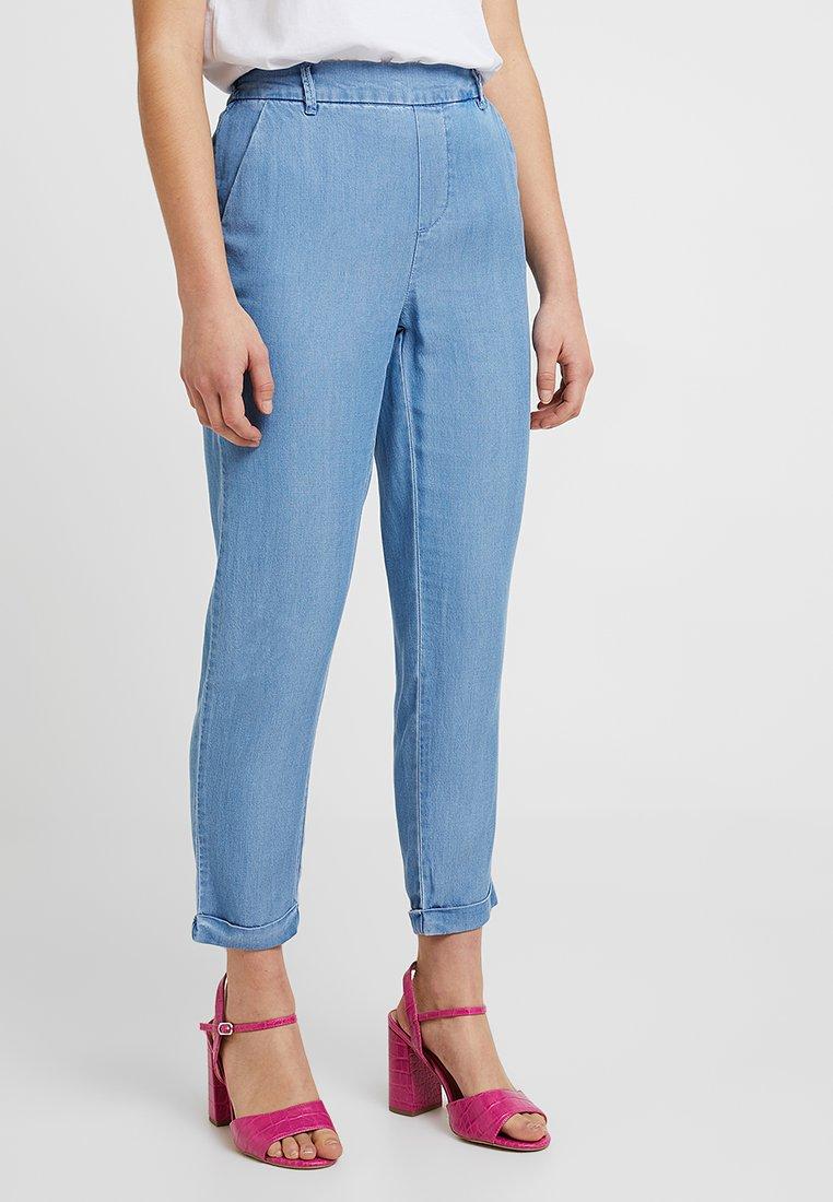 Vero Moda Petite - VMMAYA LOOSE SUMMER ANK PANT - Trousers - light blue denim