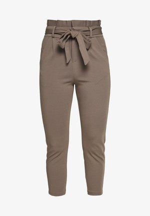 LOOSE PAPERBAG PANT - Pantalones - bungee cord