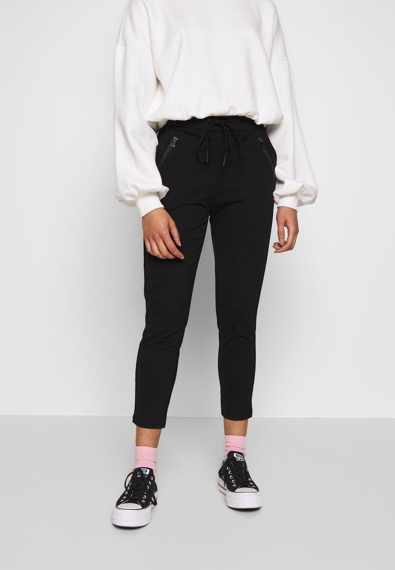 Vero Moda Petite - VMEVA MR LOOSE STRING ZIP PANT - Joggebukse - black