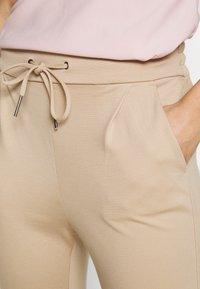 Vero Moda Petite - VMEVA LOOSE STRING PANTS - Joggebukse - beige - 4