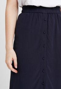 Vero Moda Petite - VMGAEL CALF SKIRT - A-line skirt - night sky - 4